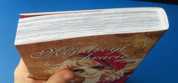 Mega Manga jest mega. Dużo stron, dużo lietrek, dużo obrazków. Mrau!